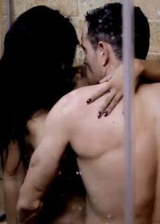 Komşuları Duymasın Diye Banyoda Sessiz Seks Yapıyorlar full izle